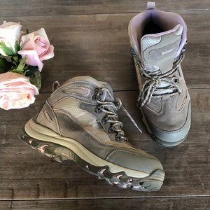 Hi-Tec trail boots.🌲